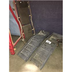 PAIR OF MECHANICS VEHICLE RAMPS & CREEPER