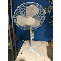 OSCILLATING ROOM FAN - WHITE