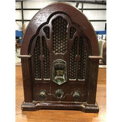 GE OLD FASHIONED LOOK WOODEN TABLE RADIO