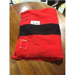 VINTAGE 4 POINT HUDSONS BAY BLANKET - RED & BLACK (MISSING TAG)