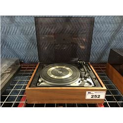 DUAL MODEL 1215 TURNTABLE