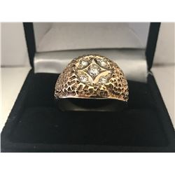 GENTS 10K YELLOW GOLD RING CONTAINING 5 DIAMONDS - APPRAISED VALUE $4140.00 (0.41CTS DIAMONDS, 7.2