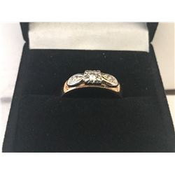 LADIES 10K WHITE & YELLOW GOLD RING CONTAINING 3 DIAMONDS - APPRAISED VALUE $1720.00 (0.17CTS