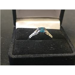 LADIES 14K WHITE GOLD RING CONTAINING 31 DIAMONDS - APPRASIED VALUE $3120.00