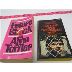 2 PAPER BACK NOVELS 'ONE FLEW OVER THE CUCKOO'S NEST' (KEN KESEY) & 'FUTURE SHOCK' (ALVIN TOFFLER)