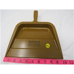 ADVERTISING DUST PAN (SMITH HATCHERIES)