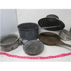 LOT OF 6 POTS AND PANS (COLANDERS, FRYING PANS, POTS, CHAMBER POT ETC…)