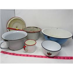 LOT OF 6 ENAMELWARE PIECES (POT, LID, CUP, CHAMBER POT)