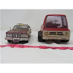 LOT OF 2 (MOTOR MAX 1979 CHRYSLER LEBARON TOWN & COUNTRY & FIRE TRUCK  W/MR DU BEE HUB CAPS