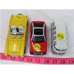 LOT OF 3 TOYS *CONVERTIBLE, VAN, SUV* (CHEV, JEEP, VW)