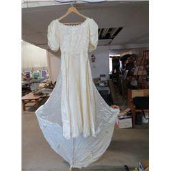 WEDDING DRESS W/LONG TRAIN (LACE INSETS) *SIZE SMALL*