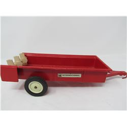 ERTL INTERNATIONAL HARVESTER TOY MANURE SPREADER (MOVING PARTS) * 10.5 INCHES LONG X 3.5 INCHES WIDE