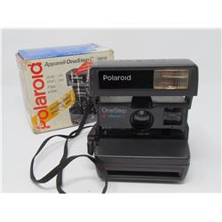 ONE STEP CAMERA (POLAROID) *APPAREIL* (IN ORIGINAL BOX)