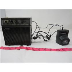 DESK TOP GUITAR AMPLIFIER (UNIVOX UP-1) *WITH UNIVERSAL ADAPTER)