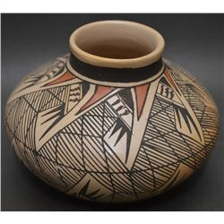 HOPI INDIAN POTTERY JAR (NAMPEYO)