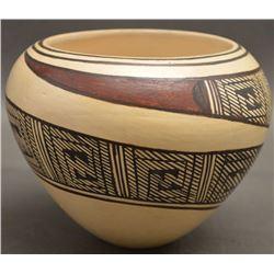 HOPI INDIAN POTTERY JAR (DELAIN TOOTSIE)