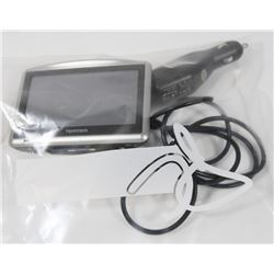 TOM TOM GPS SYSTEM WITH VEHICLE ADAPTOR