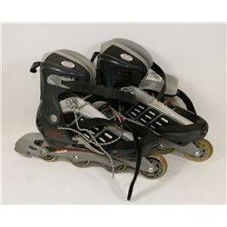 PAIR OF ROLLER BLADES