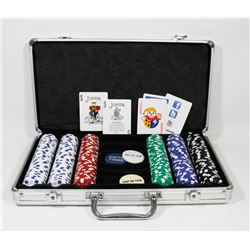 POKER SET IN A SUITCASE. HEAVY CHIPS, ABOUT 300