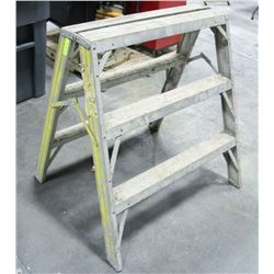 "3 FOOT ALUMINUM STEP LADDER, 30"" WIDE"