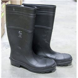 PAIR OF ONGUARD STEEL TOED RUBBER BOOTS SIZE 14