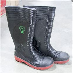PAIR OF OIL KING STEEL TOE RUBBER BOOTS
