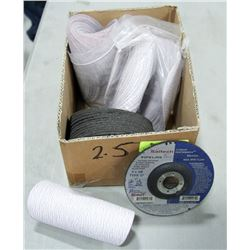 BOX OF ASSORTED GRINDING DISCS & GRIT PAPER