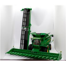 John Deere S690 combine Ertl Prestige Collection 1:32 Has Box