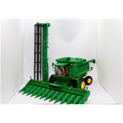 John Deere 9860 combine Ertl 1:32 Has Box