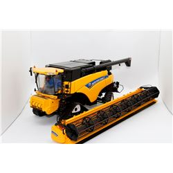 New Holland CR9090 combine Universal Hobbies 1:32 Has Box