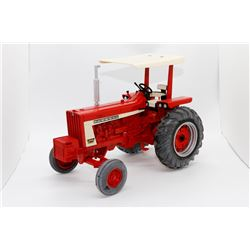 Case IH Farmall 806 tractor Ertl Prestige Collection 1:16 Has Box