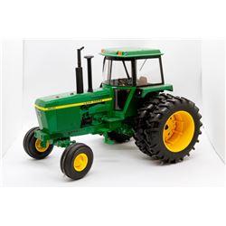 John Deere 4630 tractor Ertl 1:16 Has Box
