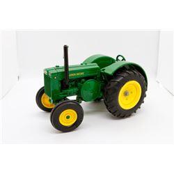 John Deere D tractor on 1:16 No box