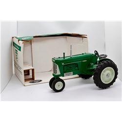 Oliver 880 tractor Classics 5th Anniversary SpecCast 1:16 Has Box