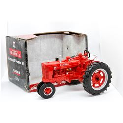 IH Farmall Super M Ertl 1:16 Has Box