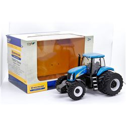 New Holland T8050 tractor Ertl 1:32 Has Box