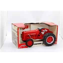 IH 300 utility 3,000,000th IH tractor Ertl 1:16 Has Box