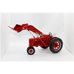 IH Highly Detailed Farmall 300 w/ loader SpecCast 1:16 Has Box