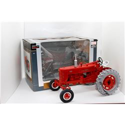 IH Highly Detailed Farmall 400 Gas WF SpecCast 1:16 Has Box