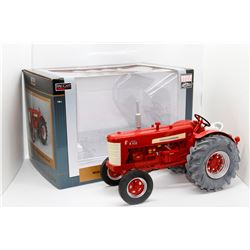 IH Highly Detailed Farmall W450D diesel WF tractor SpecCast 1:16 Has Box