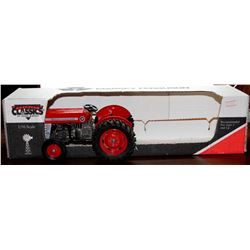 Massey Ferguson 135 tractor Country Classics 1:16 Has Box *No Trailer*