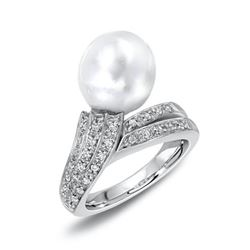 18KT White Gold 10.97ct Pearl and Diamond Ring