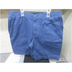 New Men's Shorts waist size 34 / navy