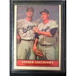 1961 Topps #207 Dodger Southpaws Sandy Koufax/ Johnny Podres