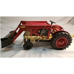 Tru Scale Diecast Tractor With Loader