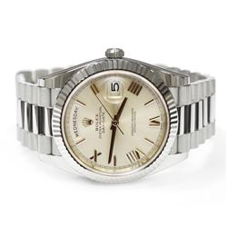 Rolex Mens Day-Date President 18KT White Gold 40mm Silver Roman Dial Watch