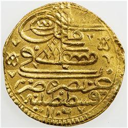 TURKEY: Mustafa III, 1695-1703, AV ashrafi (3.46g), Kostantiniye, AH1106. VF-EF