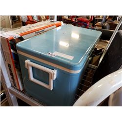 BLUE VINTAGE COLEMAN METAL COOLER