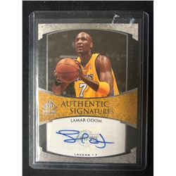 2005-06 UPPER DECK AUTHENTIC SIGNATURES #AS-LO LAMAR ODOM BASKETBALL CARD