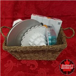 Seagrass Basket Lot: Layer Cake Slicing Kit, Decorative Tips - Stainless & Plastic, Cake Icing Turnt